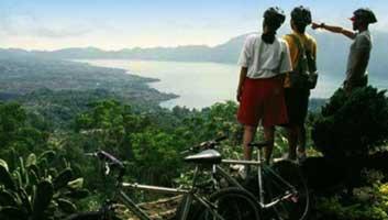 Canoeing-on-Lake-Batur